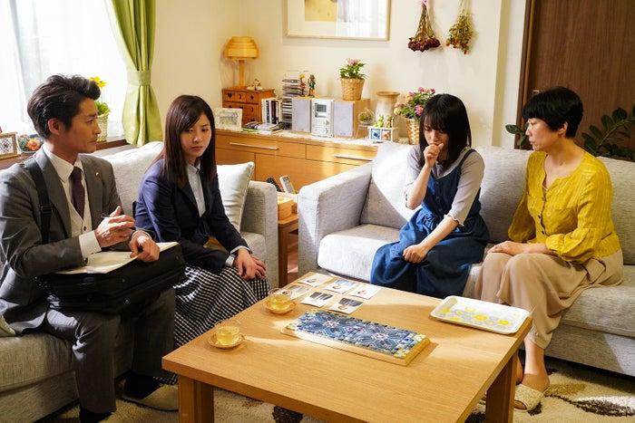 (左から3番目)向井地美音(C)日本テレビ