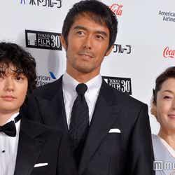 染谷将太、阿部寛、松坂慶子(C)モデルプレス