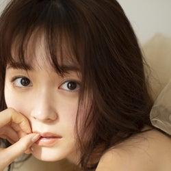 久間田琳加、初の写真集&スタイルブック2冊同時発表 すっぴん&美ボディ披露