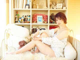 AKB48佐藤朱、大人の色気漂うセクシーグラビアで魅了