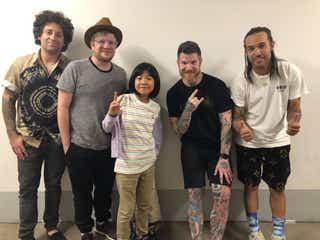 9歳の天才ドラマー・よよか「サマソニ」サプライズ出演 Fall Out Boyとコラボ