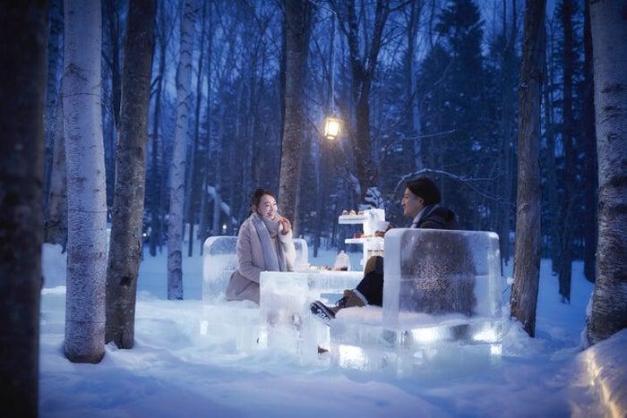 雪降る北海道の森で「氷のティーパーティー」神秘的な氷の世界で特別デート/画像提供:星野リゾート