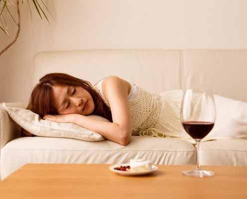 「寝酒」は少量でもNG? 睡眠の質を妨げない飲酒の適量を専門医に聞いてみた