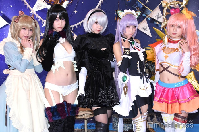 (左から)くろねこ、伊織もえ、えなこ、火将ロシエル、篠崎こころ (C)モデルプレス