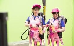 泉里香、福原遥/「はじめての夏バイト」篇メイキングカットより(提供写真)
