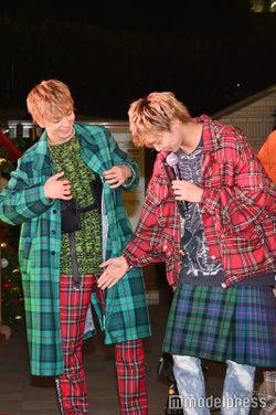 衣装がクリスマスカラー被りしている木村慧人、佐藤大樹 (C)モデルプレス