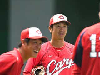 広島・上本、曽根両内野手が早出の捕手練習「緊急事態のため」と倉バッテリーコーチ