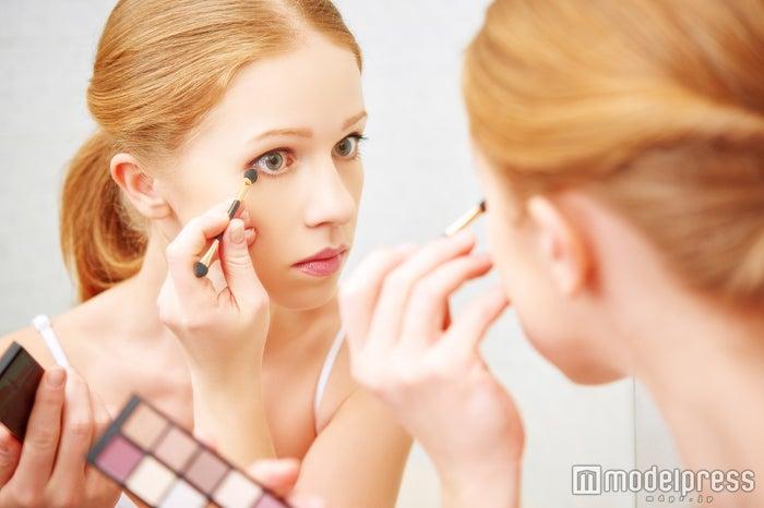 化粧ノリが悪いと気分が上がらない… (Photo by evgenyatamanenko)