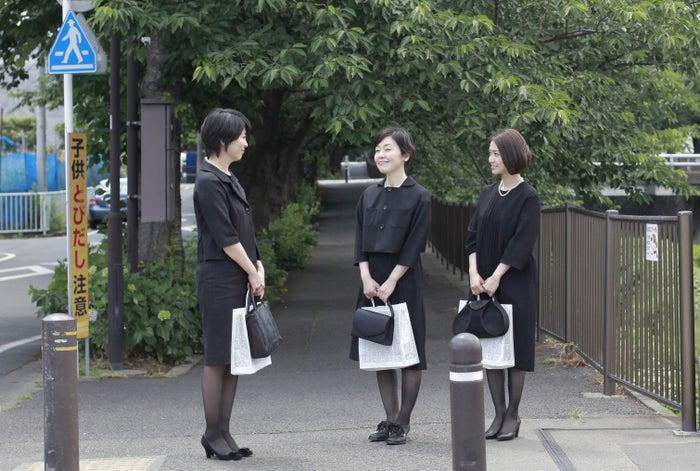 Hulu第5話「むかしのともだち」左から、松たか子、小林聡美、大島優子(提供写真)<br>