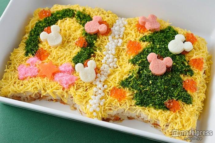 TDL「クリスタルパレス・レストラン」スペシャルブッフェ/海老とちりめん山椒のちらし寿司(C)Disney