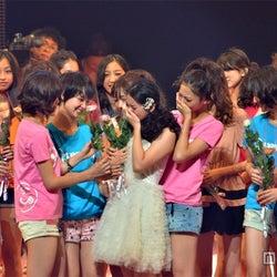 武井咲、涙の卒業式にサプライズゲスト