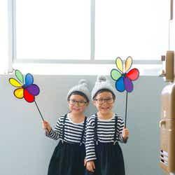 """モデルプレス - インスタで人気急上昇""""メガネ&前髪パッツン""""のツインズが可愛すぎる!オシャレな双子コーデが話題"""