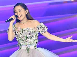 西野カナ、豪華花ドレスで歌声響かせる デビュー10周年への思い<レコ大>
