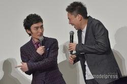 草なぎ剛、太田光監督 (C)モデルプレス