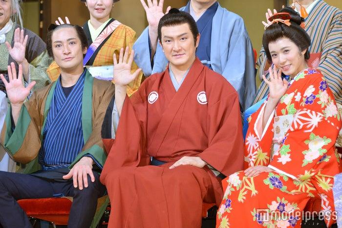 (左から)松岡昌宏、中村獅童、松岡茉優(C)モデルプレス