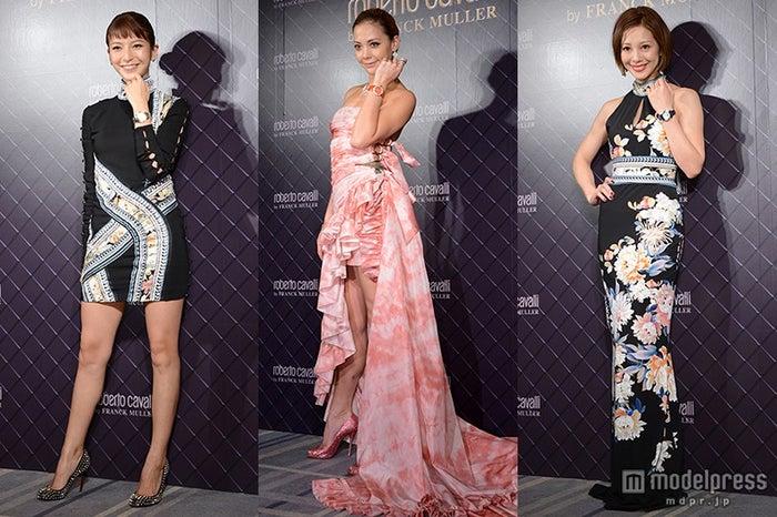 ドレスの着こなしを披露した(左から)大石参月、土屋アンナ、木下ココ【モデルプレス】