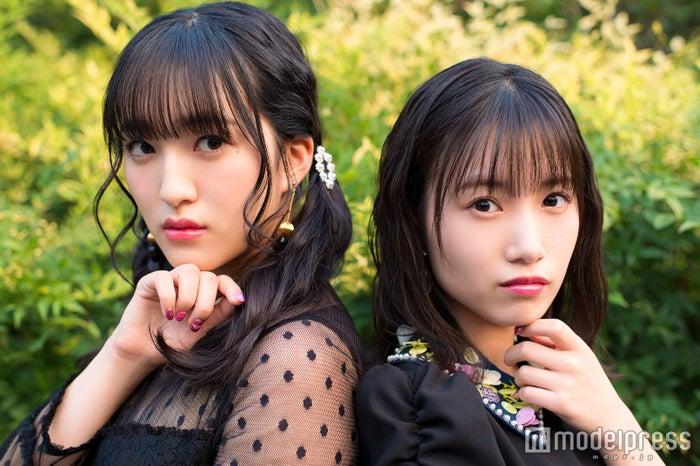 モデルプレスのインタビューに応じたHKT48田島芽瑠&朝長美桜 (C)モデルプレス