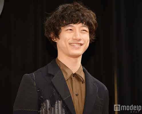 """坂口健太郎、共演者も驚く大歓声に""""塩スマイル""""返し 「似てる」説には納得いかず?"""