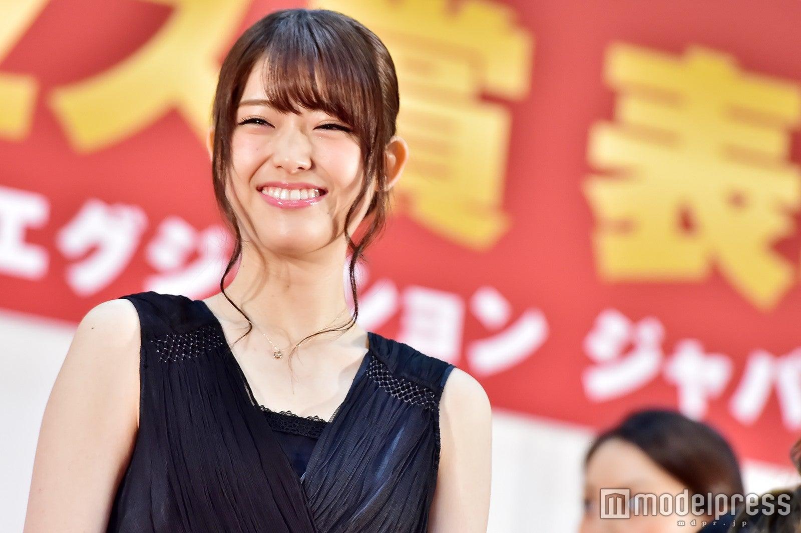 乃木坂46松村沙友理、代表スピーチで笑顔全開 ジュエリー贈呈に