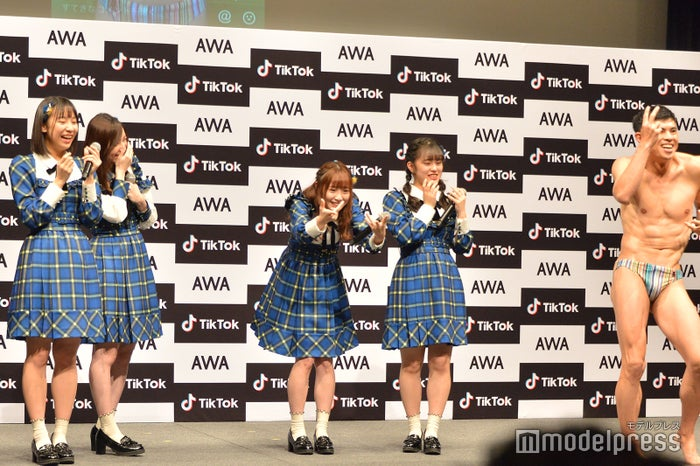 小島よしおのダンスにSKE48メンバーツッコミ (C)モデルプレス