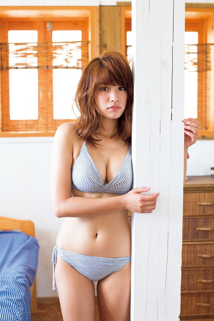 久松郁実(撮影:佐藤裕之/「月刊ヤングマガジン」10号より)