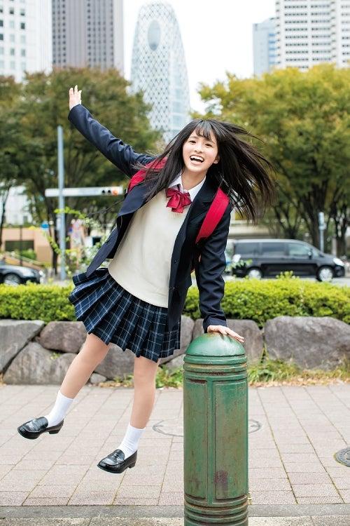 """乃木坂46""""期待のルーキー""""大園桃子、初々しいキュートな笑顔で魅了"""