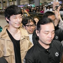 坂口健太郎、台湾でファン殺到の熱烈歓迎 綾瀬はるかとの印象的エピソード明かす