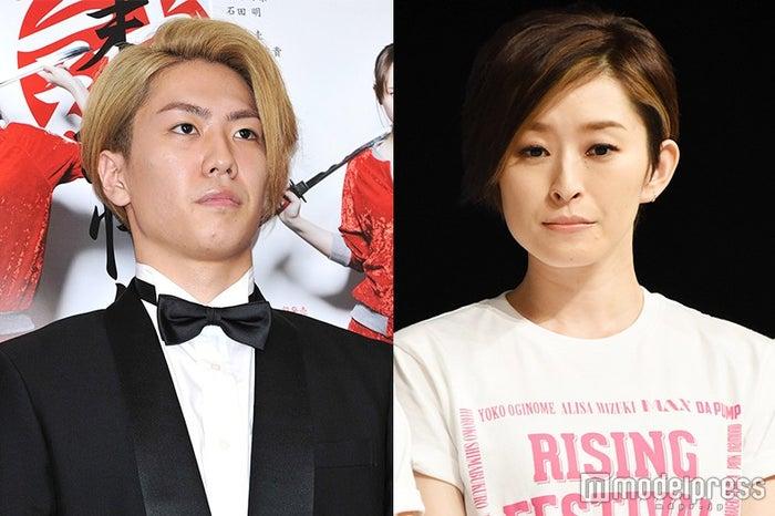 婚約を発表した(左から)早乙女友貴、島袋寛子(C)モデルプレス