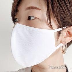 ユニクロ「エアリズムマスク」Mサイズを着用 女性はMサイズで問題ないだろう(C)モデルプレス