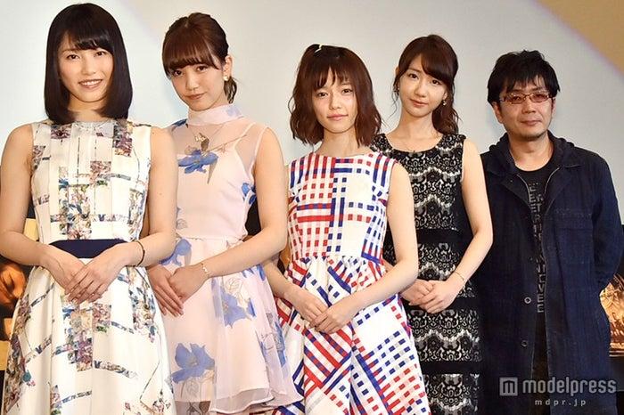 AKB48『僕たちは戦わない』MV完成披露試写会/左から:横山由依、加藤玲奈、島崎遥香、柏木由紀、大友啓史監督
