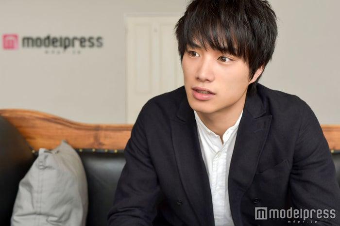 波瑠の不倫相手役に抜てきの鈴木伸之、オファー時の心境は「まさか!」(C)モデルプレス