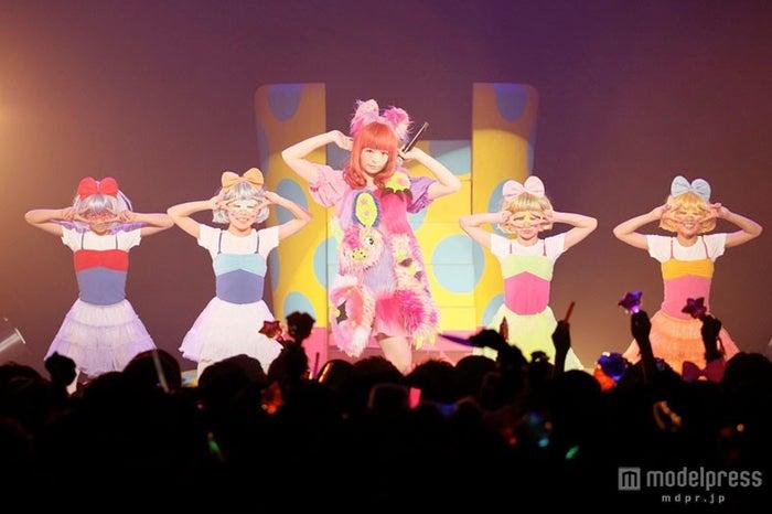東京・Zepp Tokyoにて「KPP NANDA COLLECTION WORLD TOUR 2014」の東京公演を行ったきゃりーぱみゅぱみゅ