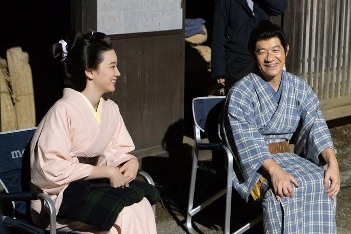 永野芽郁、内村光良 (C)NHK