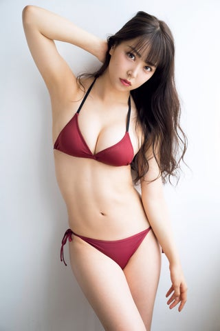 """NMB48白間美瑠、谷間くっきりビキニ姿がSEXY 反響大きい""""水着BEST""""に"""