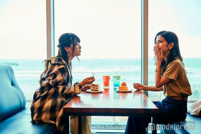 カフェ内は広々として、ゆったり過ごせます。(C)モデルプレス
