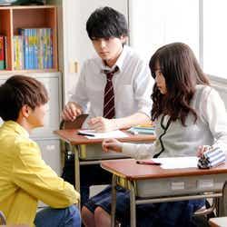片寄涼太、眞栄田郷敦(C)2019映画『午前0時、キスしに来てよ』製作委員会