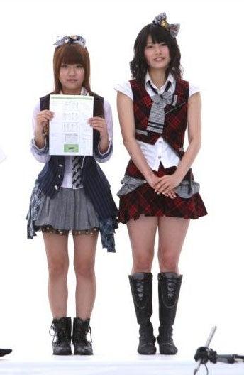 キャンペーン告知CMに出演するAKB48高橋みなみ、横山由依 (C)AKS