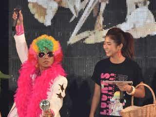 """今井華ד渋谷のカリスマ""""あっくん、ランウェイをパーティーロック 3万4千人の観客熱狂<GirlsAward 2015 S/S>"""