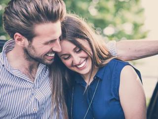 実際のところ、みんなはどこで恋人と出会ったの?男女の「恋人との出会い方」調査