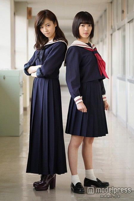 「マジすか学園4」でW主演を務める島崎遥香(左)と宮脇咲良(右)/(c)『マジすか学園』製作委員会【モデルプレス】