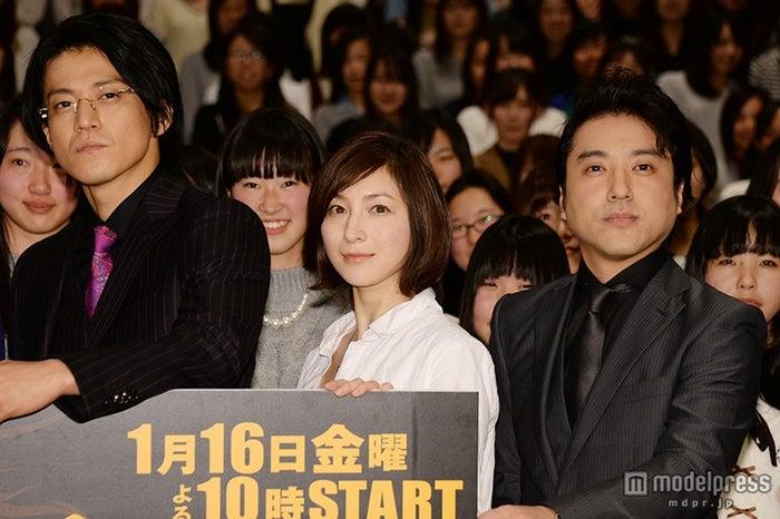 (左から)小栗旬、広末涼子、ムロツヨシ