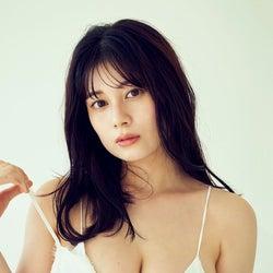 注目の女優・大久保桜子、フレッシュな水着姿で美バスト披露