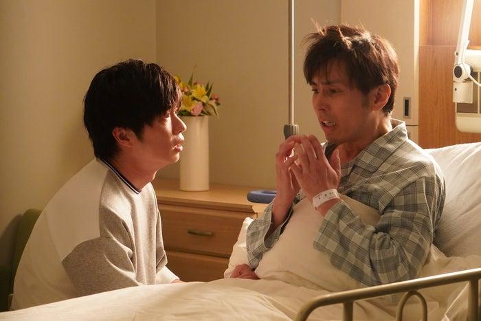 田中圭、袴田吉彦/「あなたの番です」第14話より(C)日本テレビ