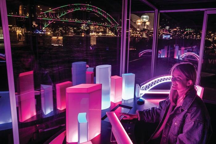 夜景に映える美しいインスタレーション/Destination NSW