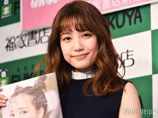 AKB48加藤玲奈、初ソロ写真集は「女の子のためのエロ本」 大胆露出が話題に<誰かの仕業>