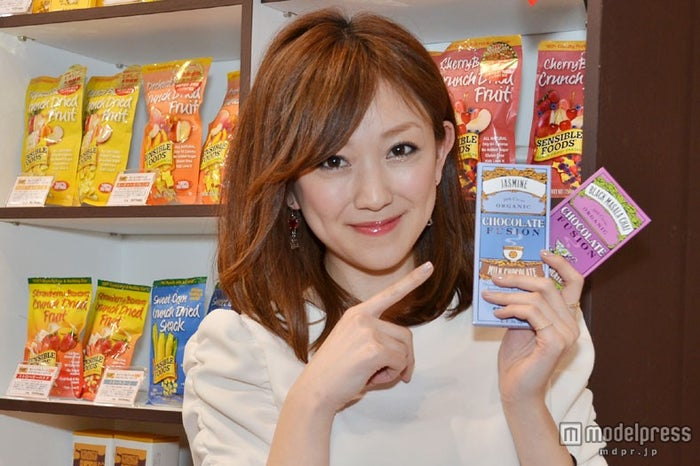 【「FOODEX美食女子」グランプリ受賞商品】日本緑茶センター株式会社「ティールーム・オーガニックチョコレート ブラックマサラチャイ/ジャスミン」1枚にティーカップ約1杯分のお茶を含んだオーガニックチョコレート