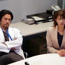 内野聖陽、加藤綾子/「ブラックペアン」第6話より(C)TBS