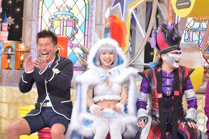 (左から)勝俣州和、えなこ、デーモン 閣下(写真提供:読売テレビ)
