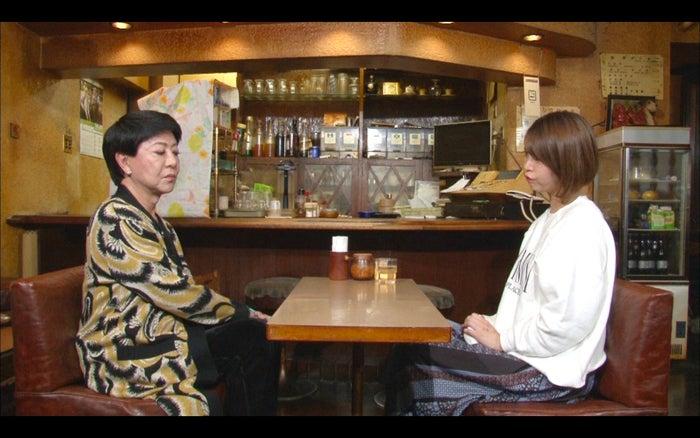 (左から)美川憲一、坂口杏里(C)TBS