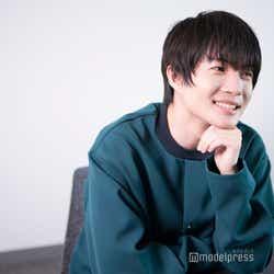 インタビューに答える神木隆之介(C)モデルプレス